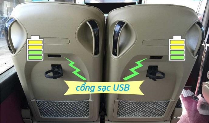 Lưng ghế khách tích hợp cổng sạc USB